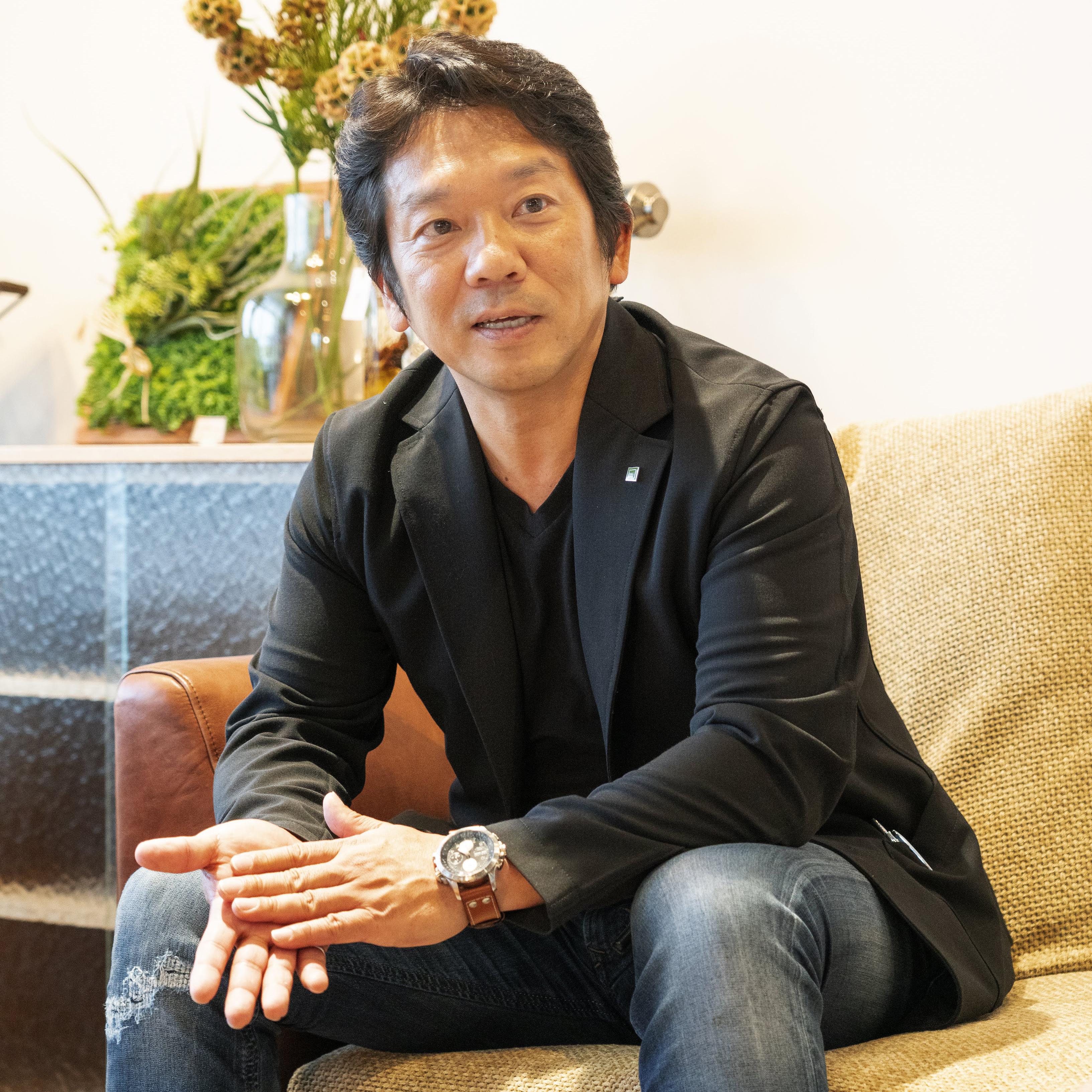 代表取締役 岡﨑 秀悟
